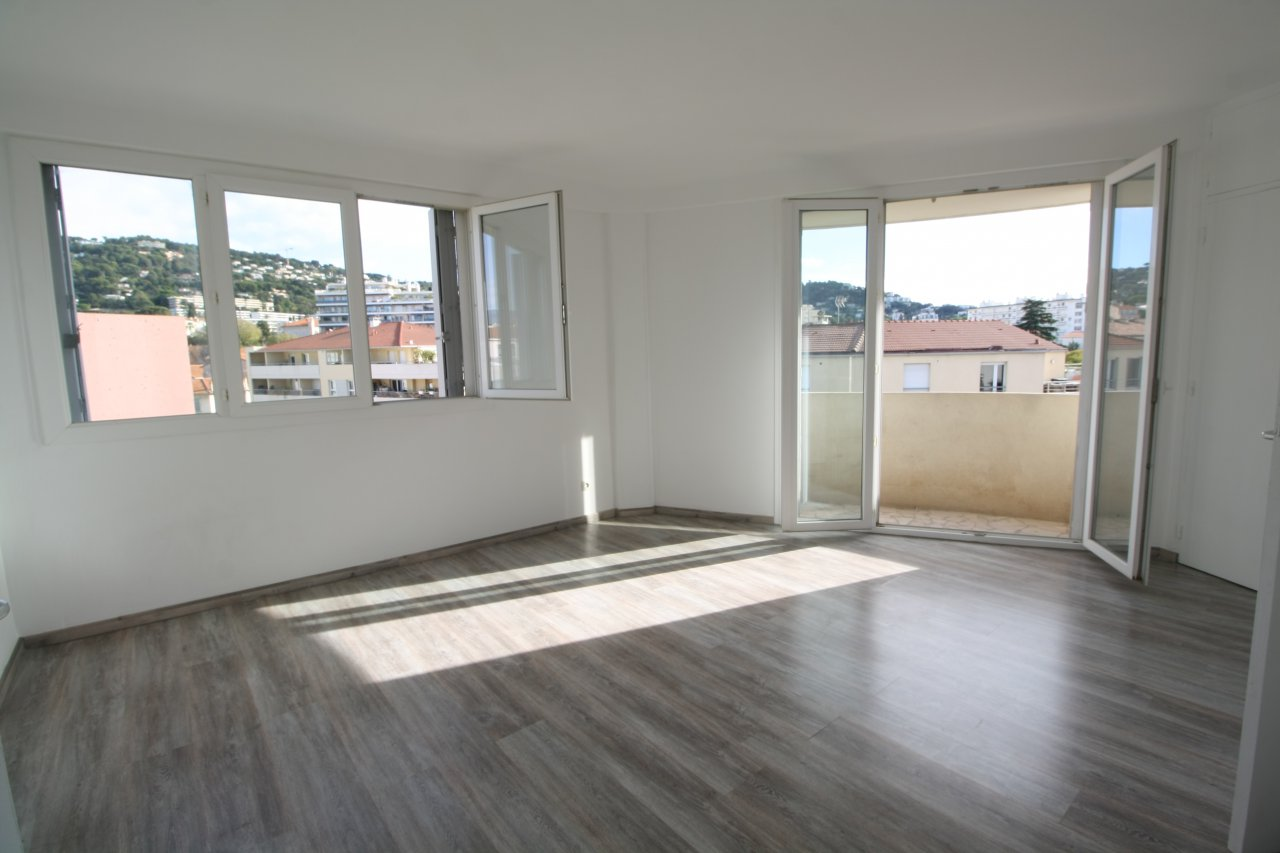 Annonce vente appartement cannes 06400 37 m 129 000 for Vente de bien immobilier atypique